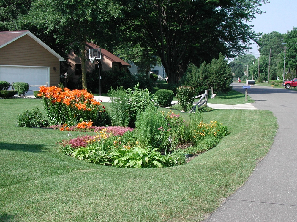 APWA Reporter - Rain Gardens: Strategic puddles for stormwater ...